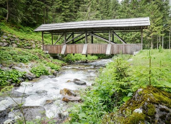 footbridgeovercreekSmallDUP